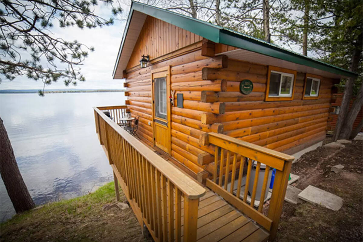 10 cheap waterfront cottage rentals near toronto for Waterfront cottage