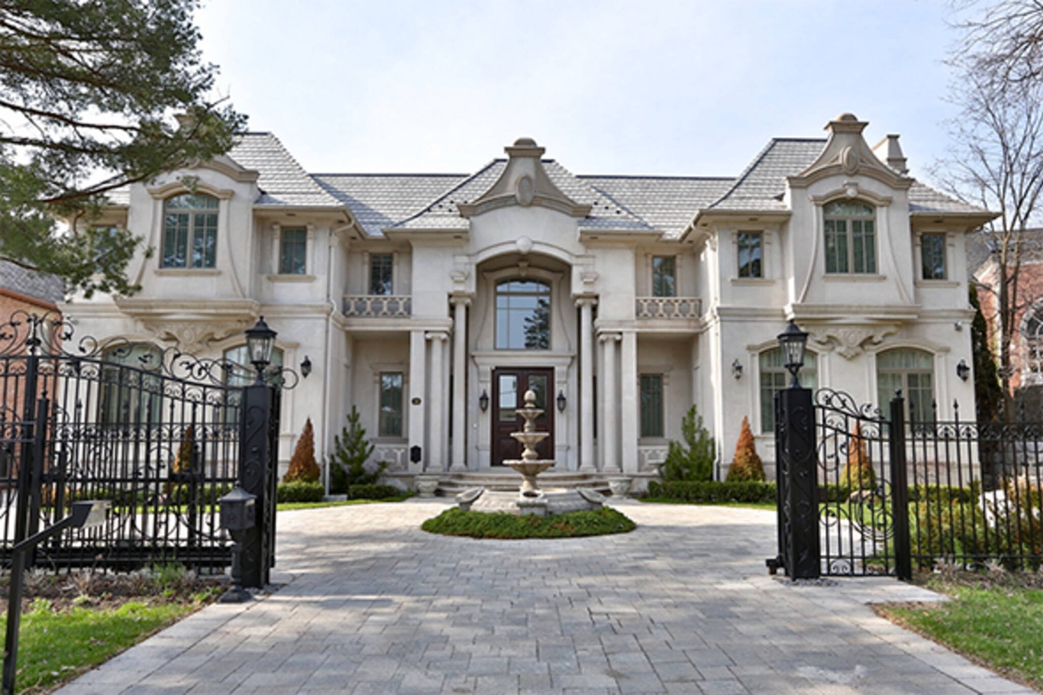 Toronto is the world 39 s hottest luxury real estate market for Luxury mansion builders