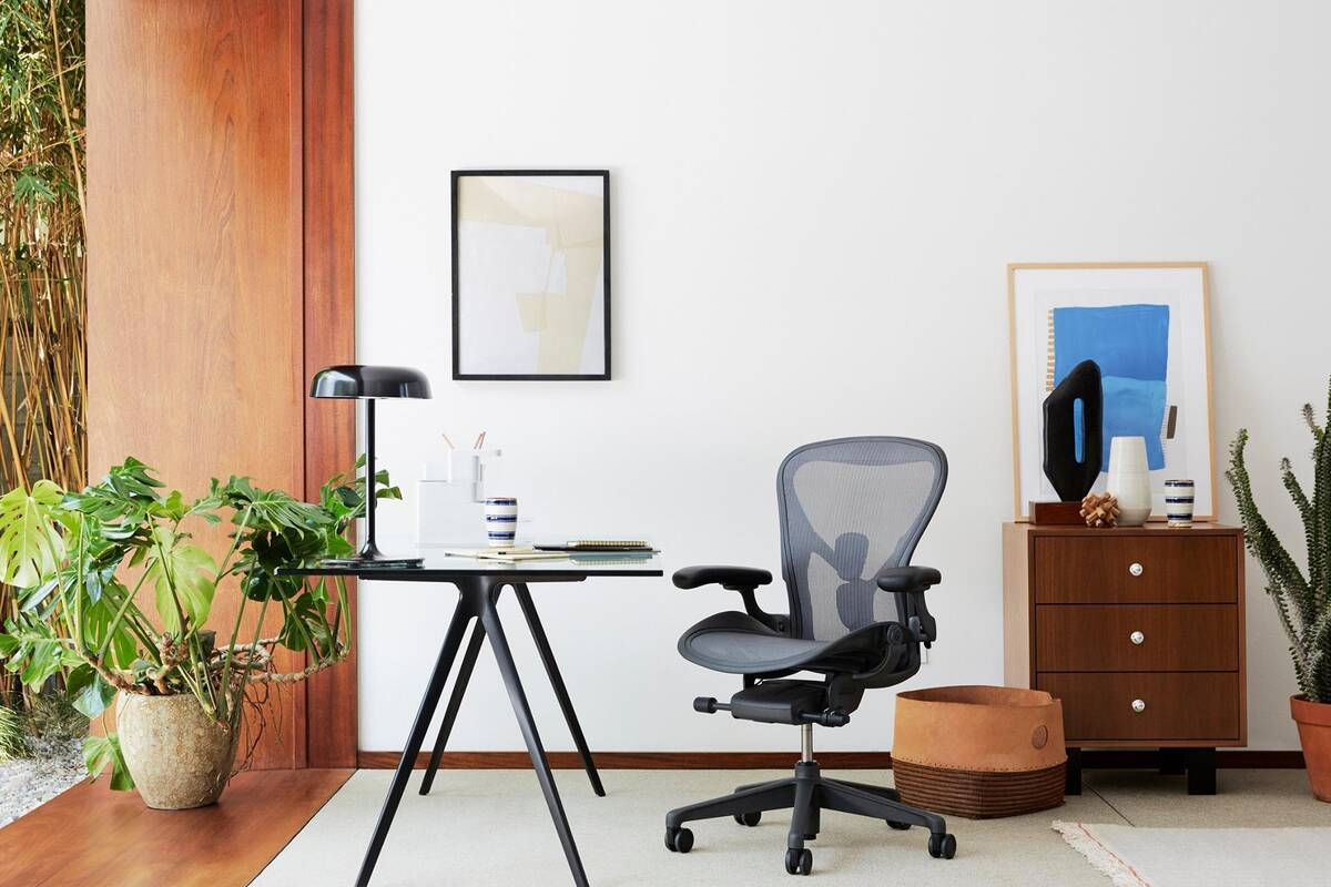The top 10 home office furniture in toronto for Home office furniture images