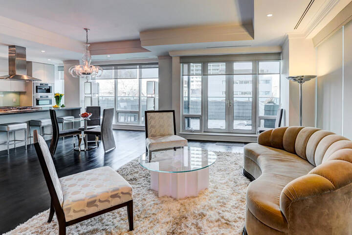 Hotels Near Roncesvalles Toronto