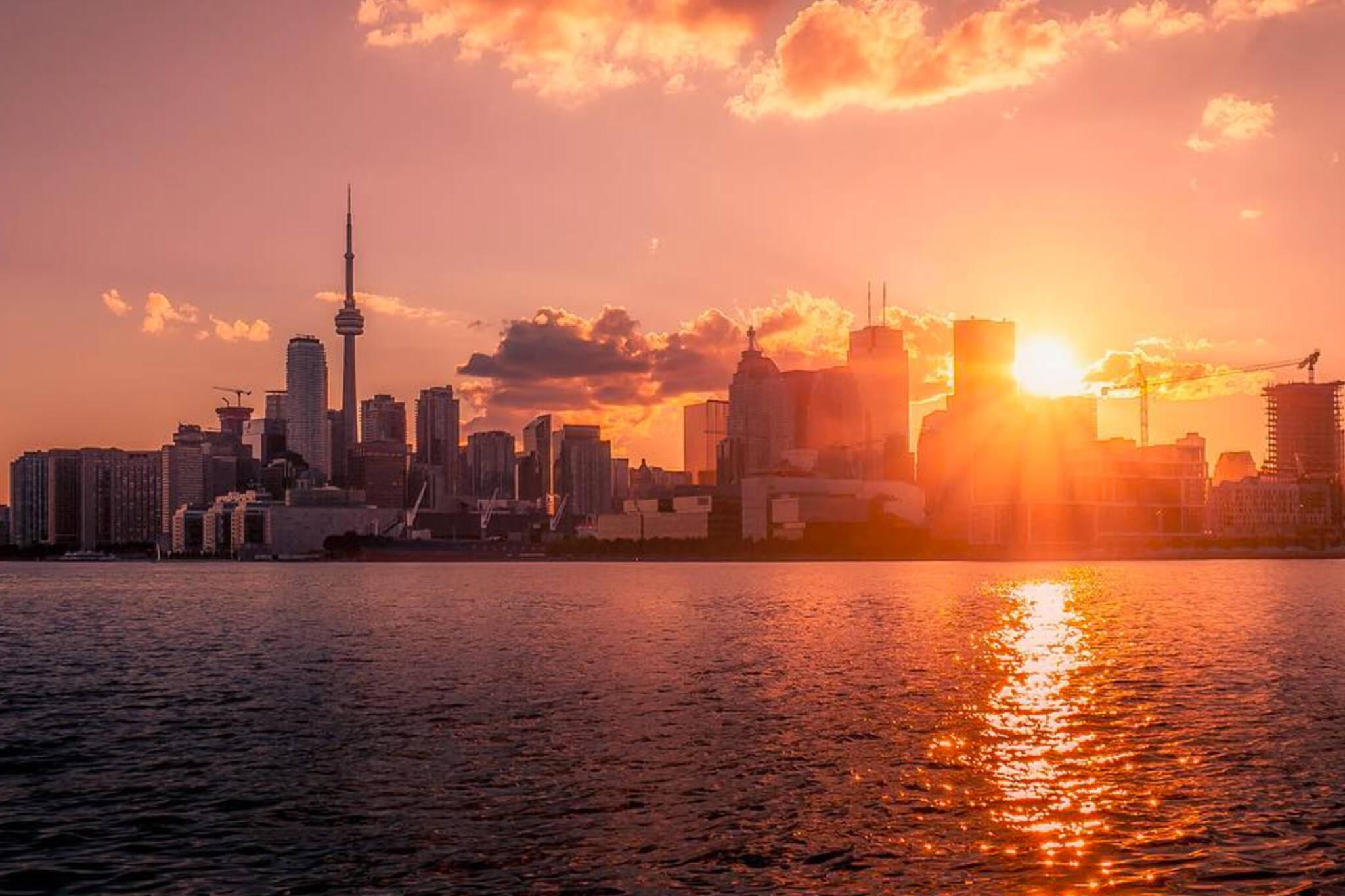 toronto,skyline,sunrise