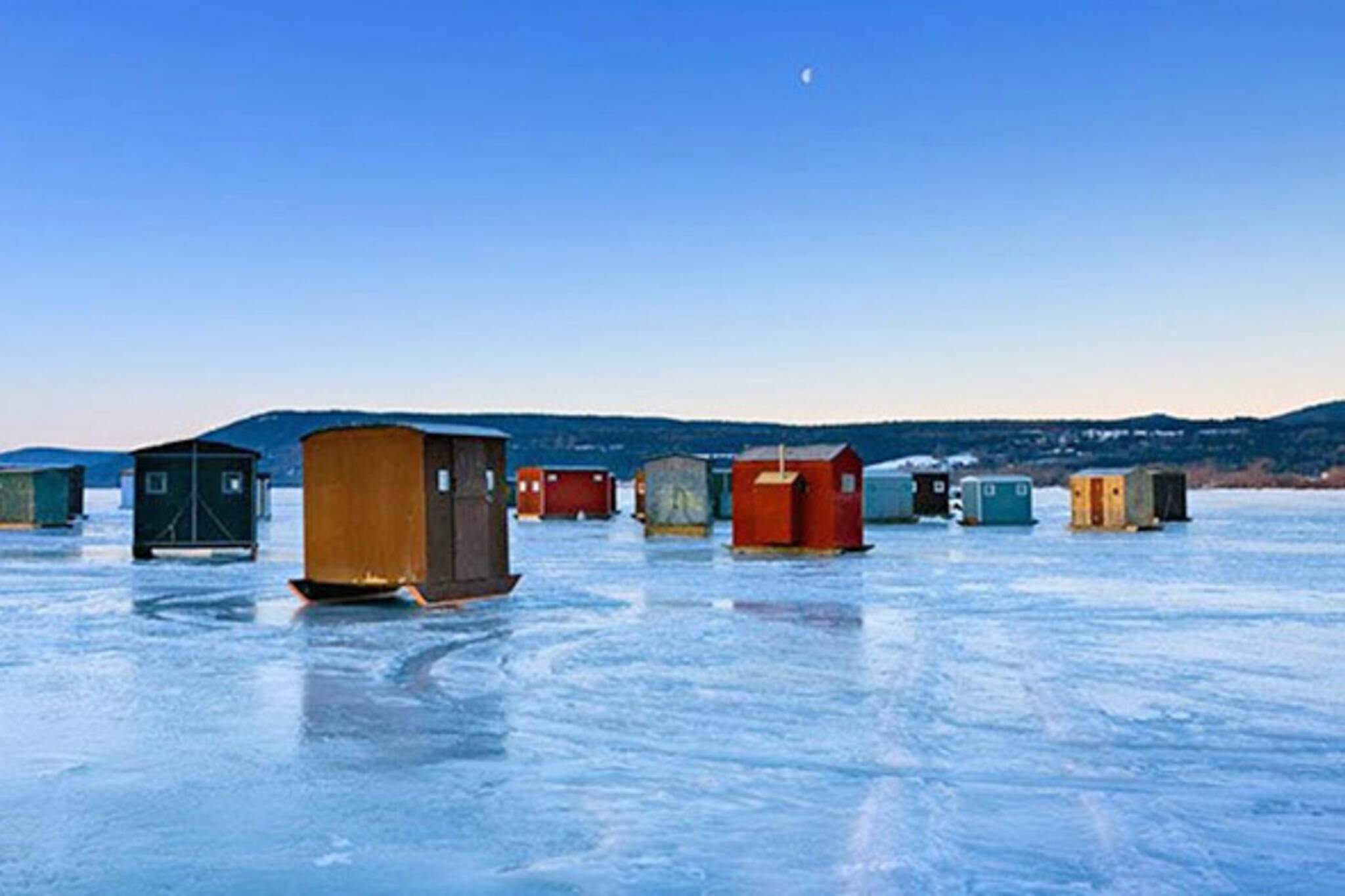 The top 7 ice fishing destinations in ontario for Lake simcoe fishing
