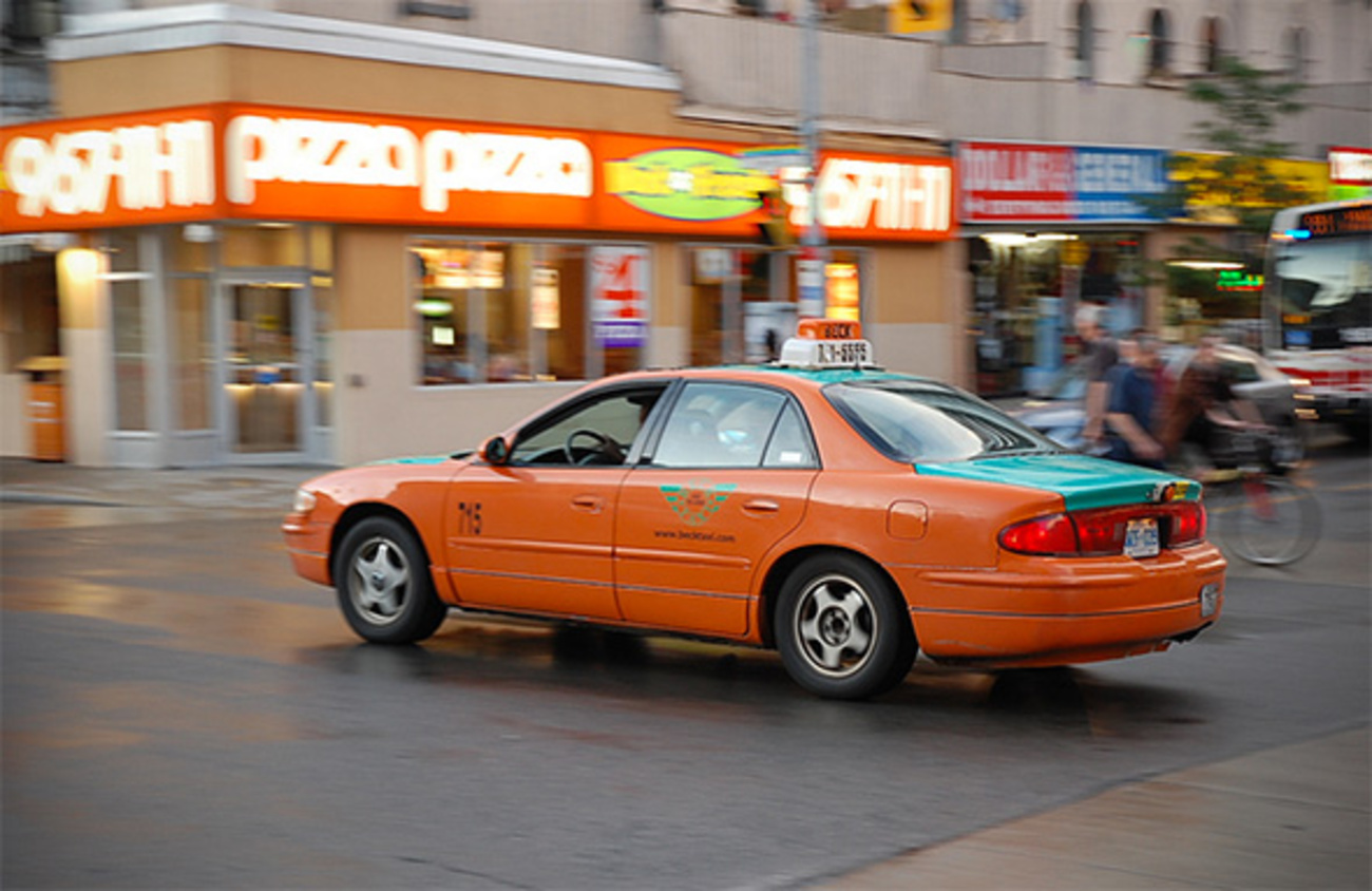 how to get a taxi in toronto