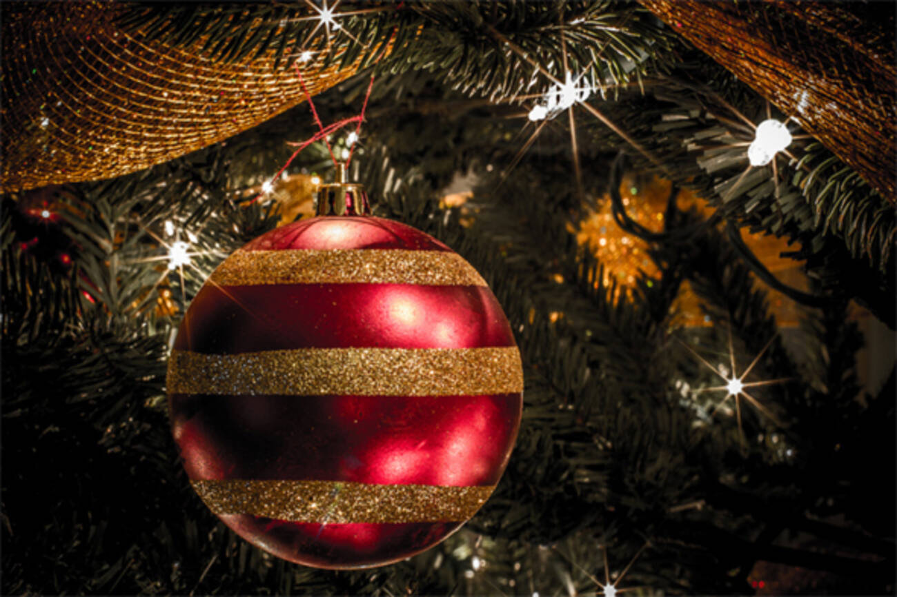 8 stores for christmas decorations in toronto for Xmas decoration stores