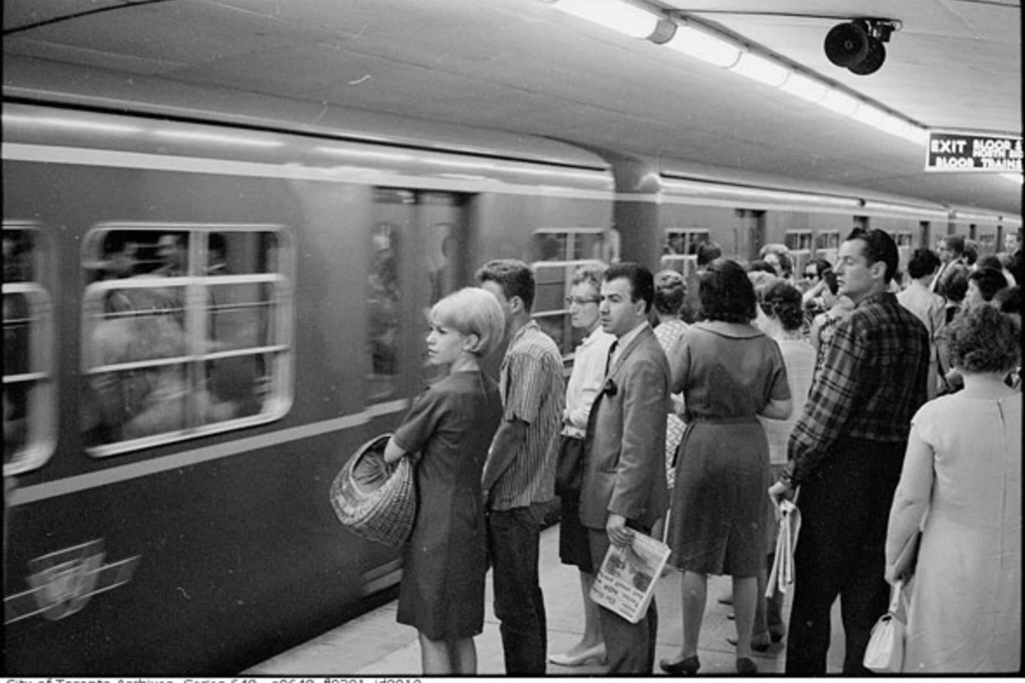 toronto subway rush hour
