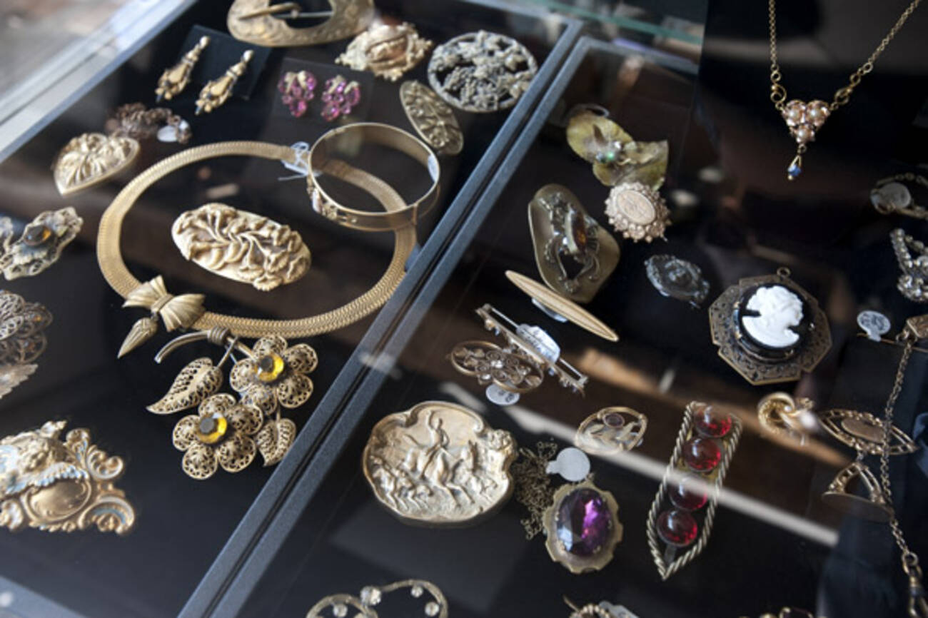 8 stores to buy vintage jewelry in toronto