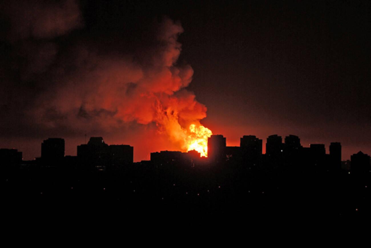 Propane Depot Fire Lights Up Toronto Skyline With Massive