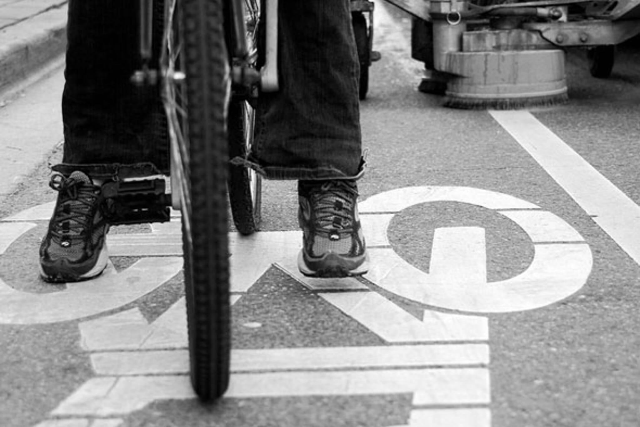toronto jarvis bike lane