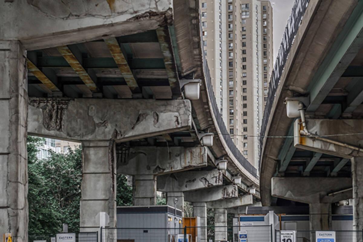 Gardiner Expressway : Crumbling gardiner expressway
