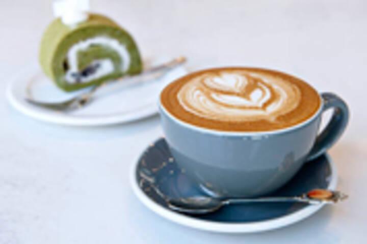 Neo Coffee Bar Roll Cake