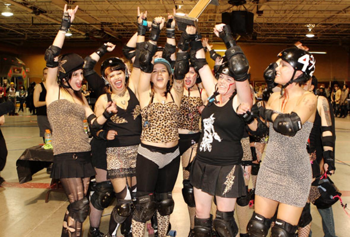 Gore-Gore Rollergirls Win the Toronto Roller Derby Championship