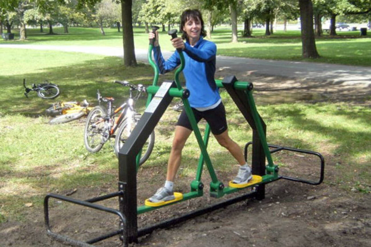 should toronto invest in more outdoor gyms. Black Bedroom Furniture Sets. Home Design Ideas