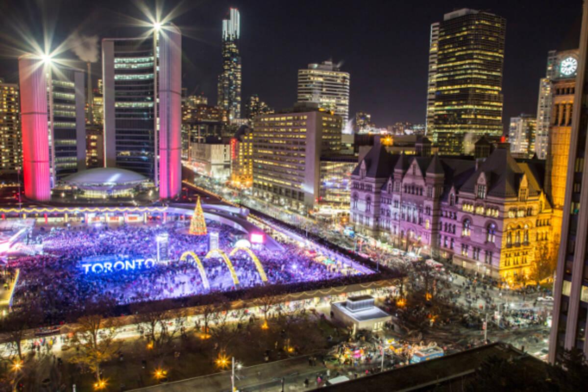 10 Dazzling Holiday Lighting Ceremonies In Toronto