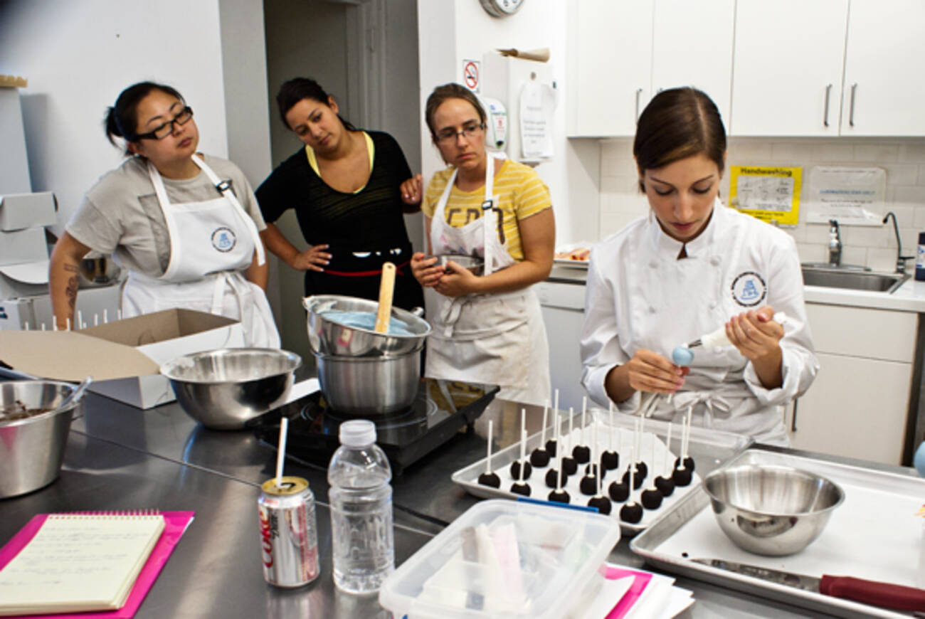 Cake Making Training Classes : 7 places to take cake decorating classes in Toronto