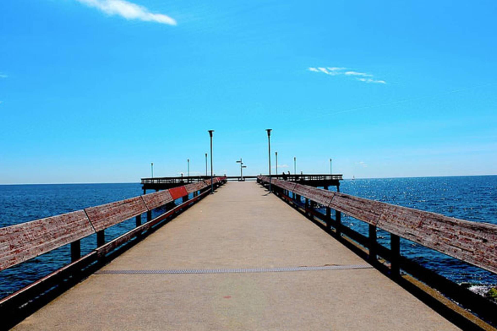 toronto islands pier sun lake ontario