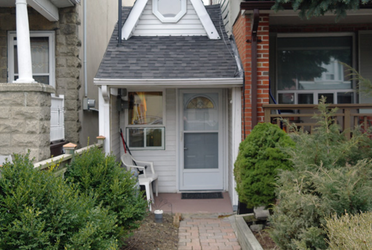 Smallest House In The World this is the smallest house in toronto
