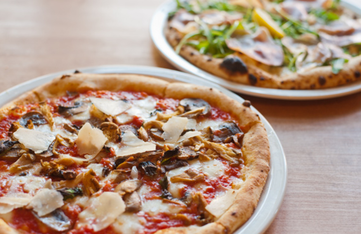 famoso neapolitan pizza