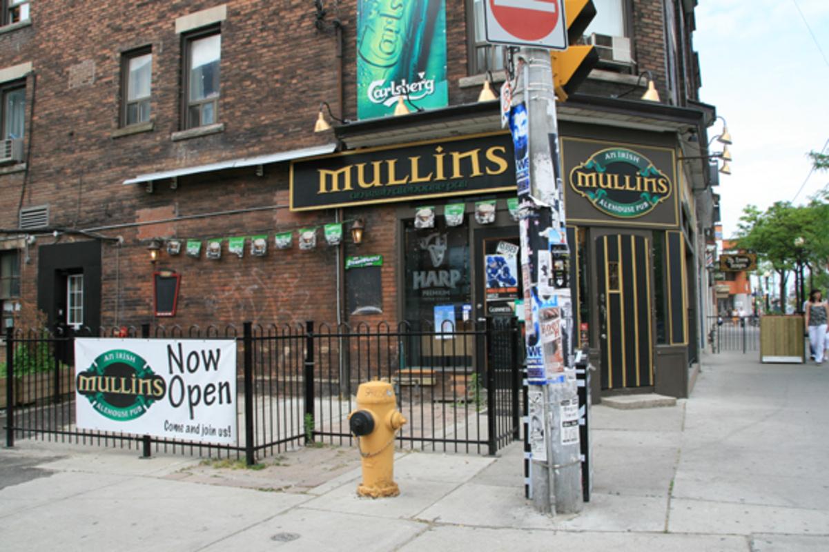 Mullins Irish Pub College Street