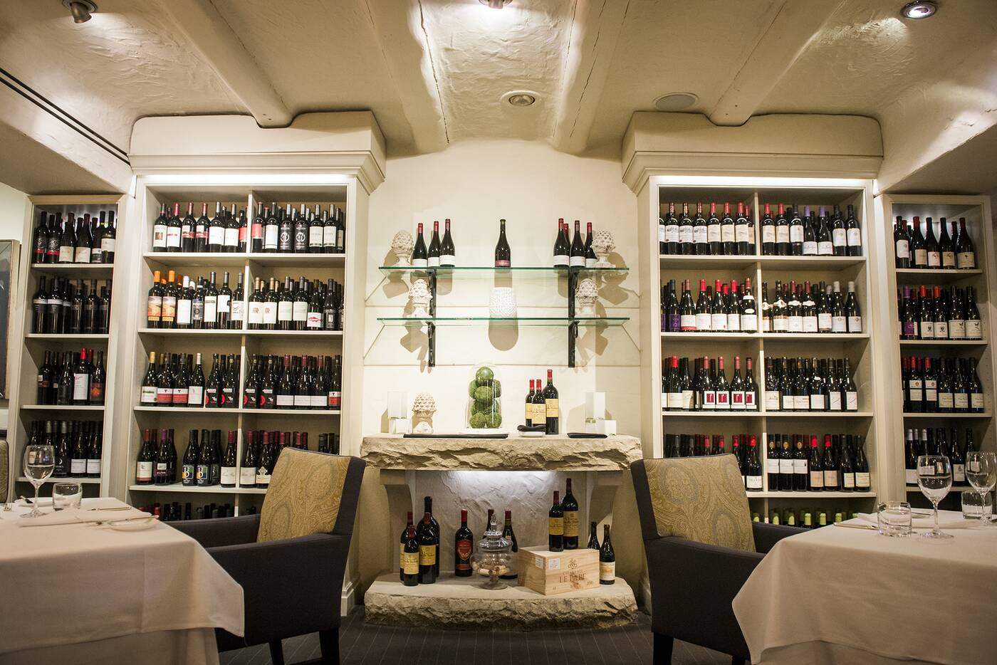 Auberge du pommier blogto toronto for Restaurants with private rooms near me