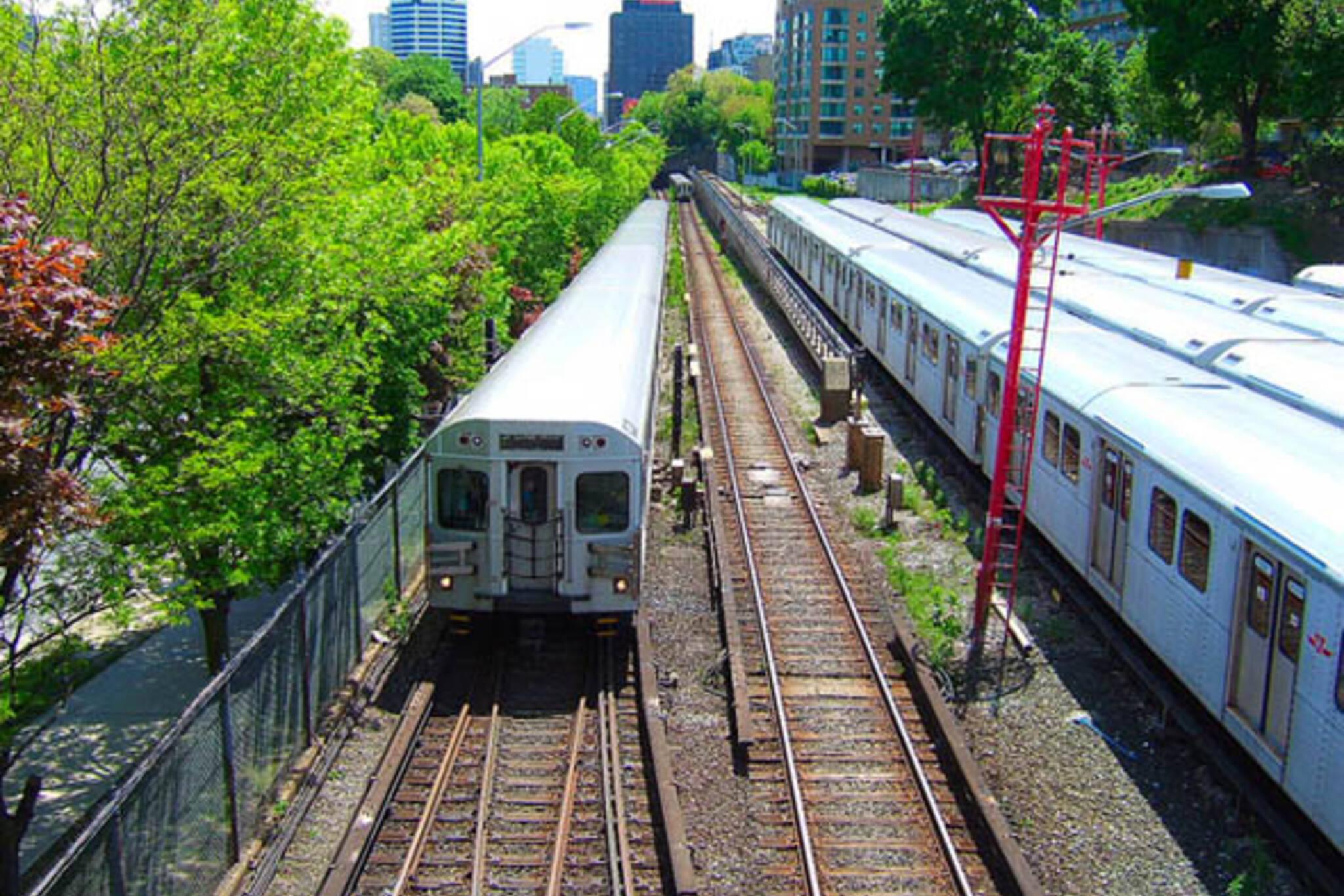 ttc subway train davisville