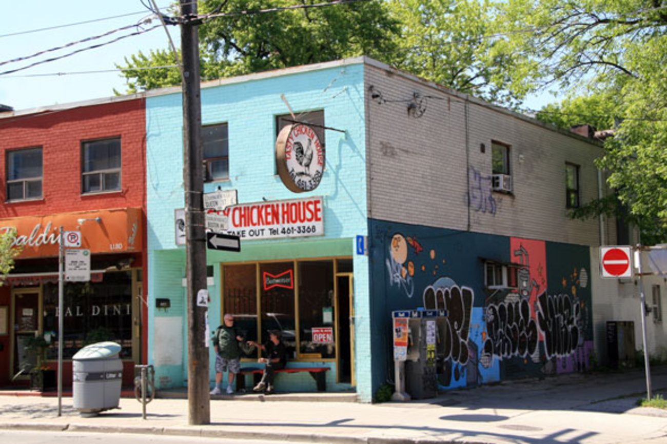 The Top 5 Dive Bars On Queen Street