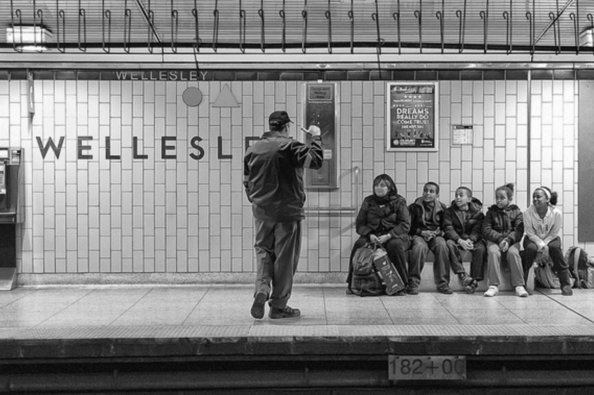 subway, wellesley, station