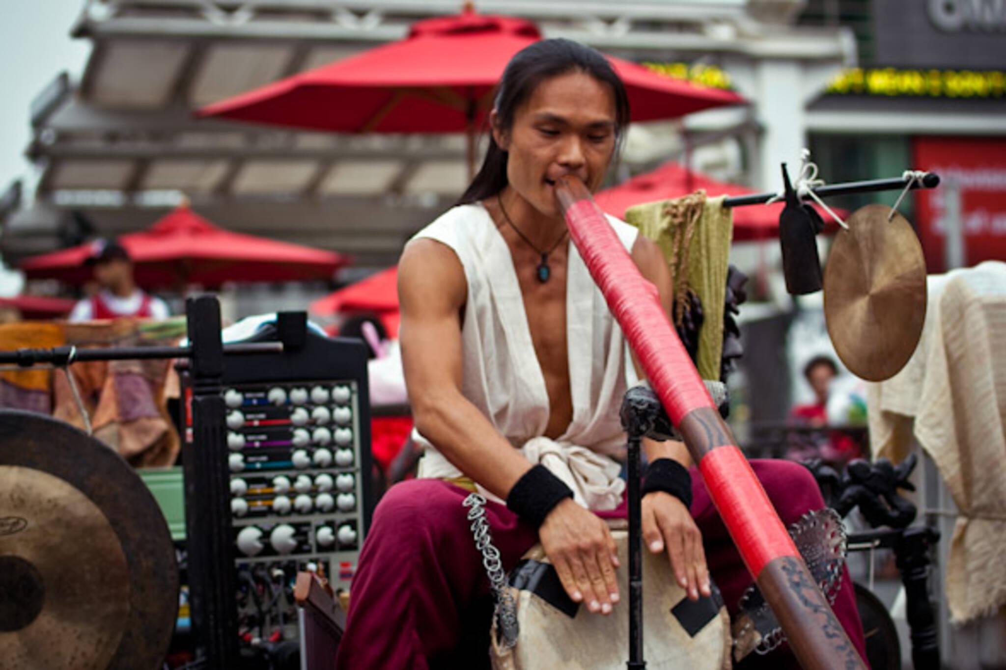 Toronto Street Busker Shibaten with Didgeridoo