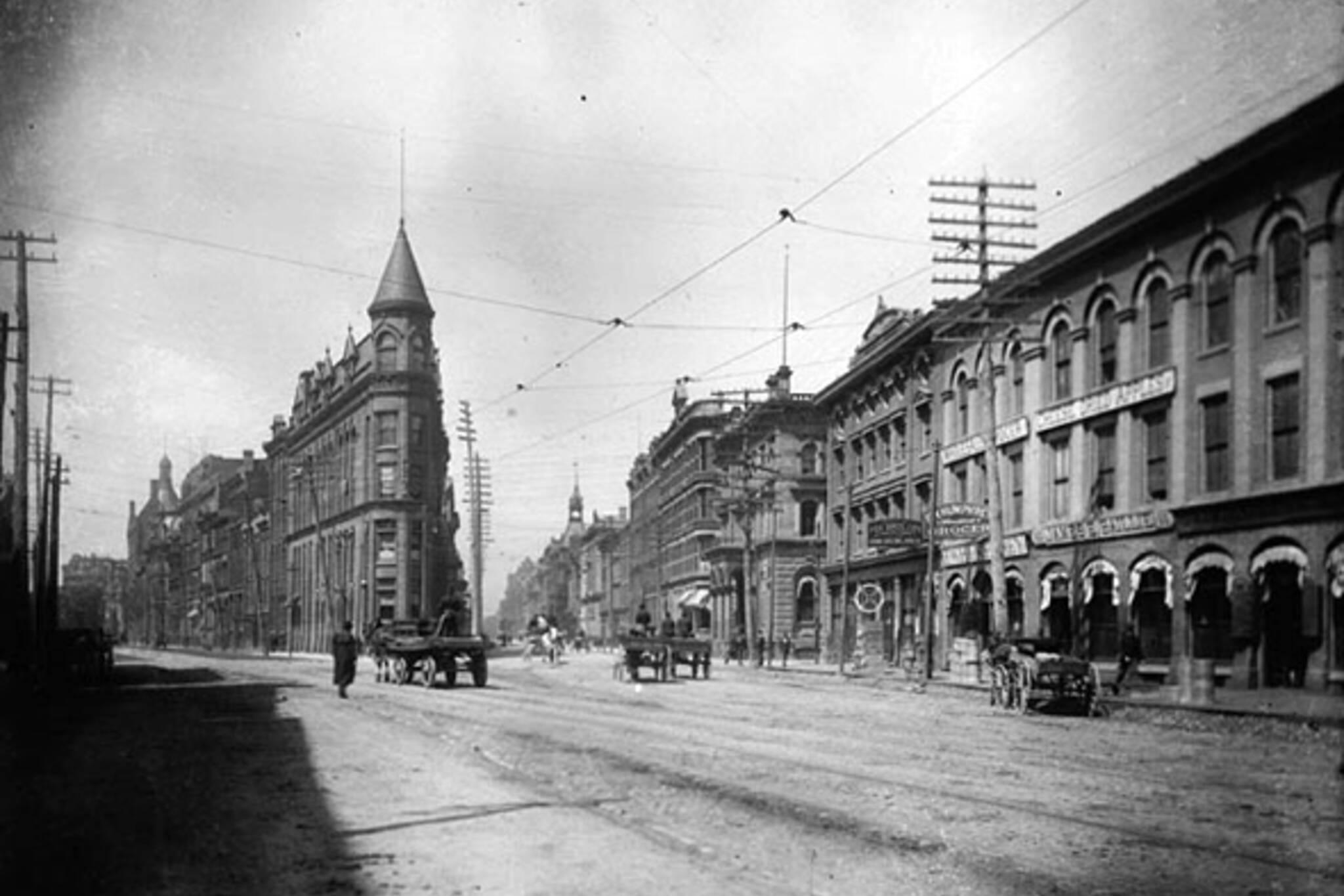 Toronto, Flatiron, Gooderham Building, George Gooderham, Romanesque Revival, David Roberts Jr.