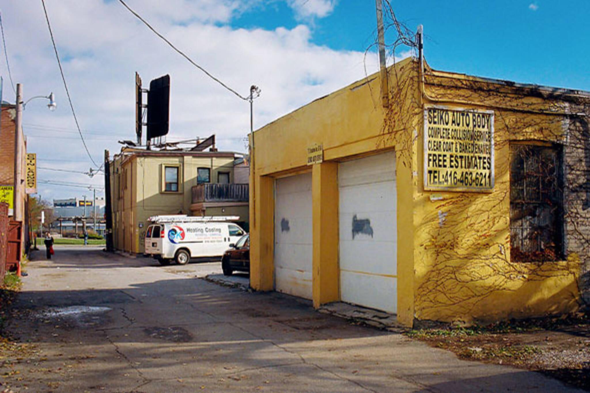 toronto yellow garage
