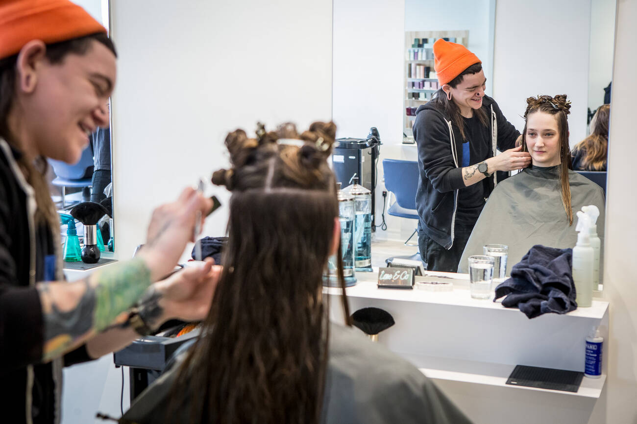 The best hair salons in toronto for Job salon distribution