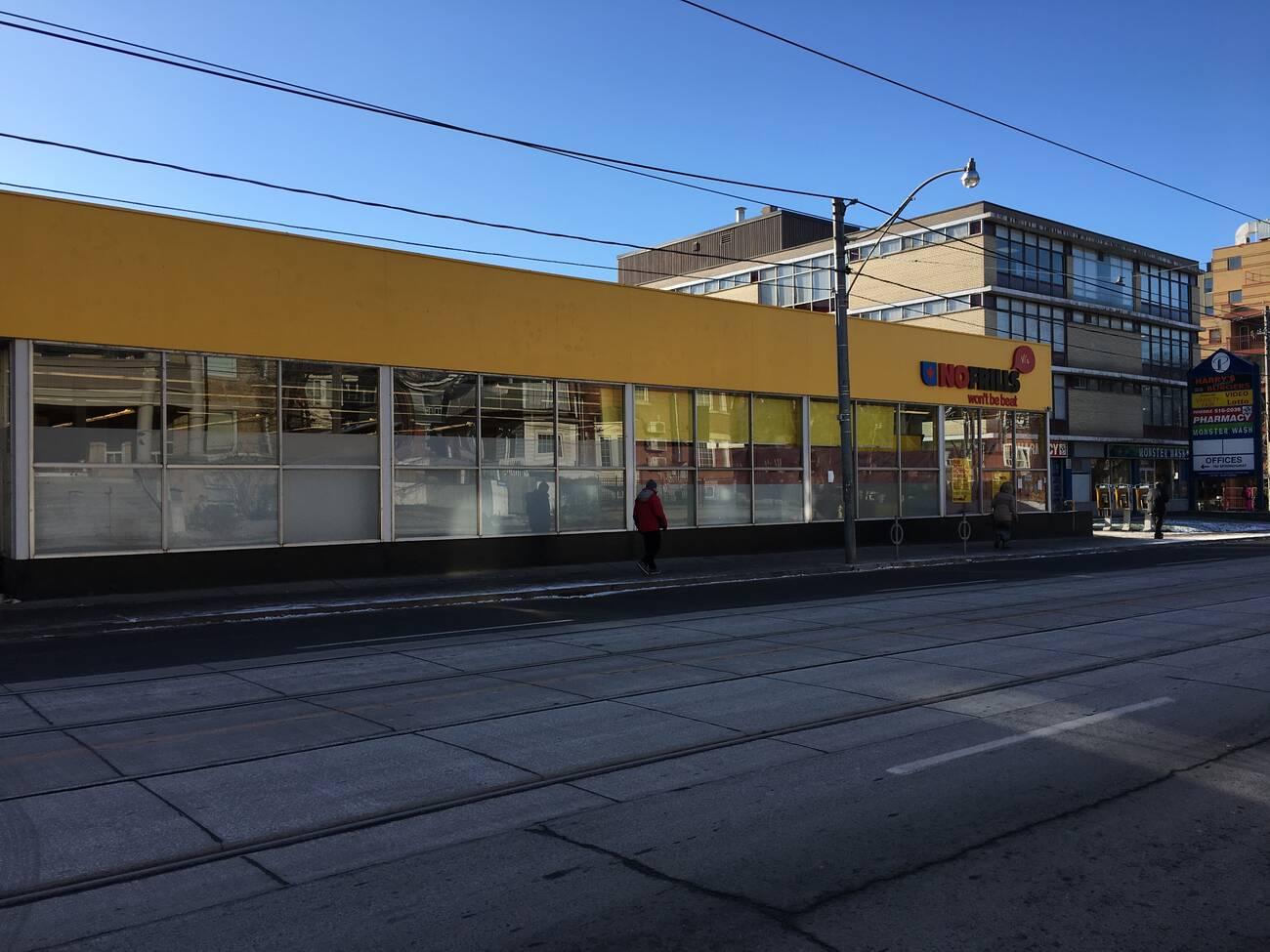No Frills Store Suddenly Shuts Down In Toronto