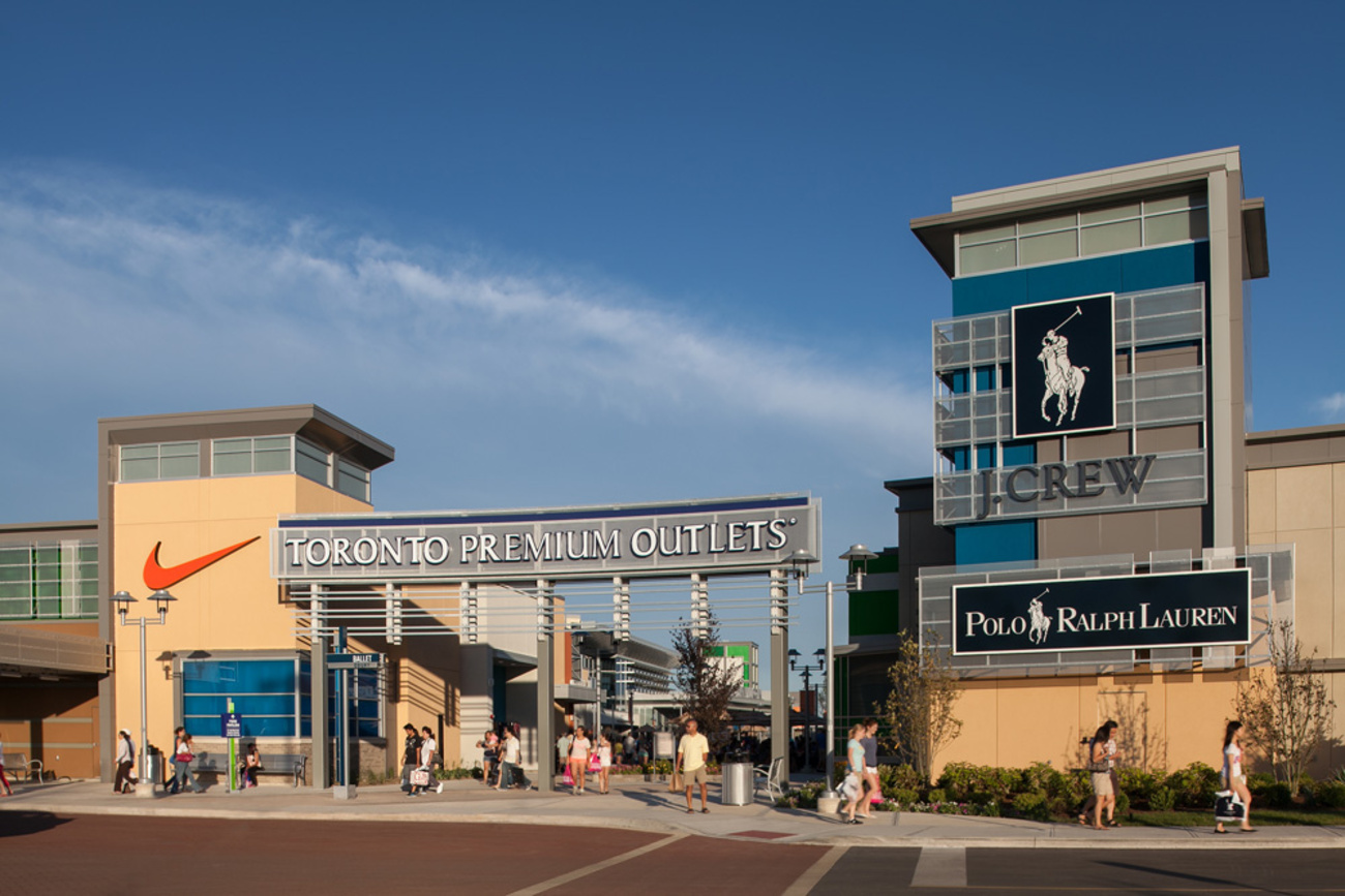 Head to an outlet in New York, New Jersey and nearby states for the best sales and deals on clothing and accessories. It's the perfect place to shop.