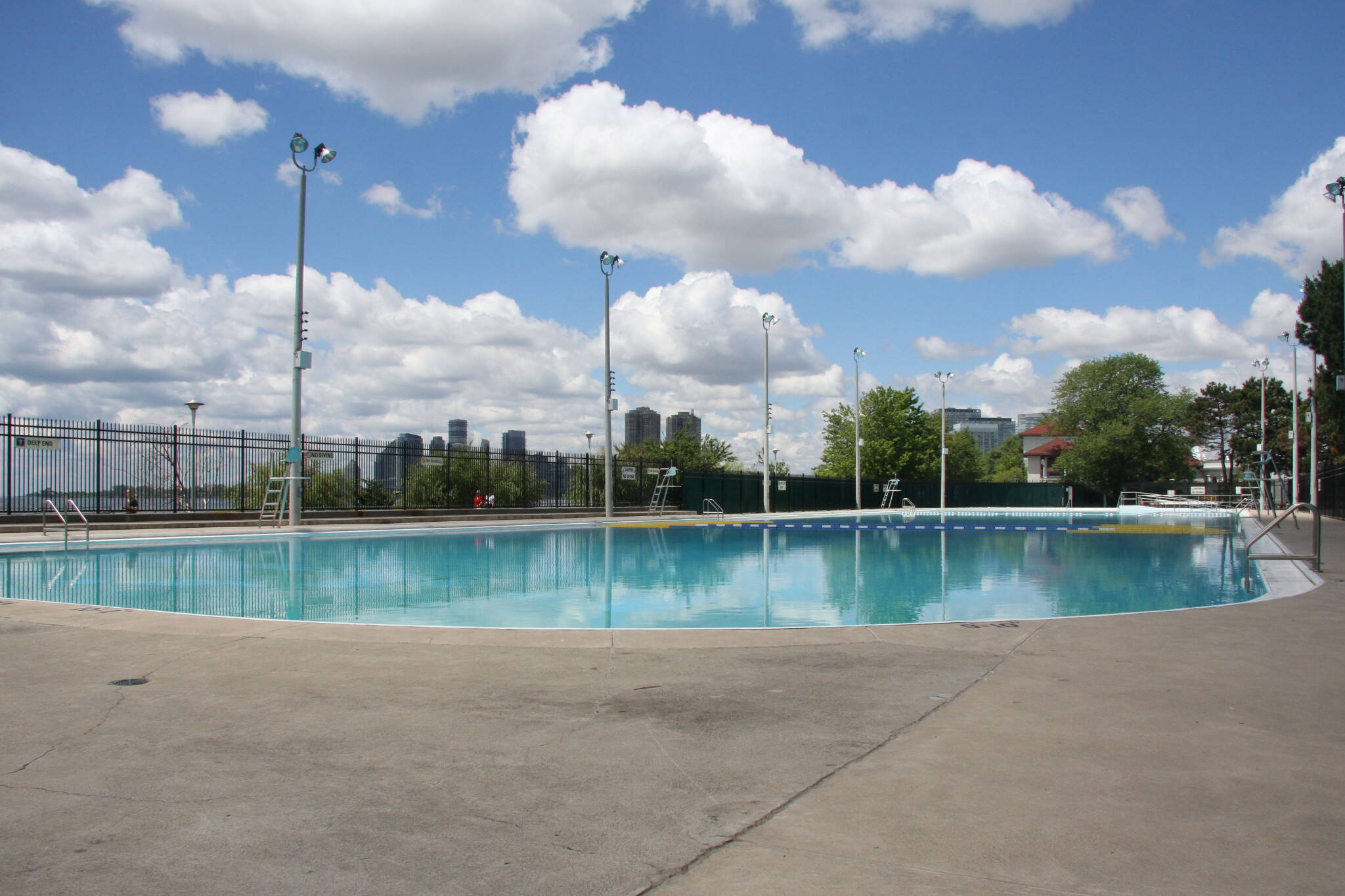 The top 10 outdoor swimming pools in toronto for Big garden pools