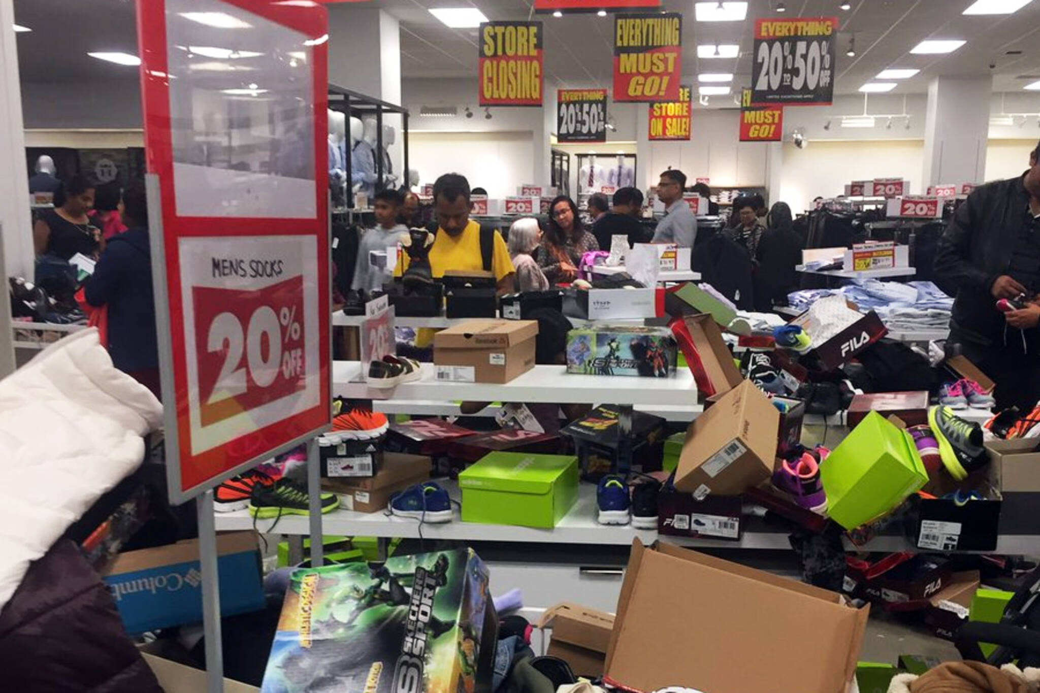 Sears Liquidation Sales Lead To Total Chaos In Toronto