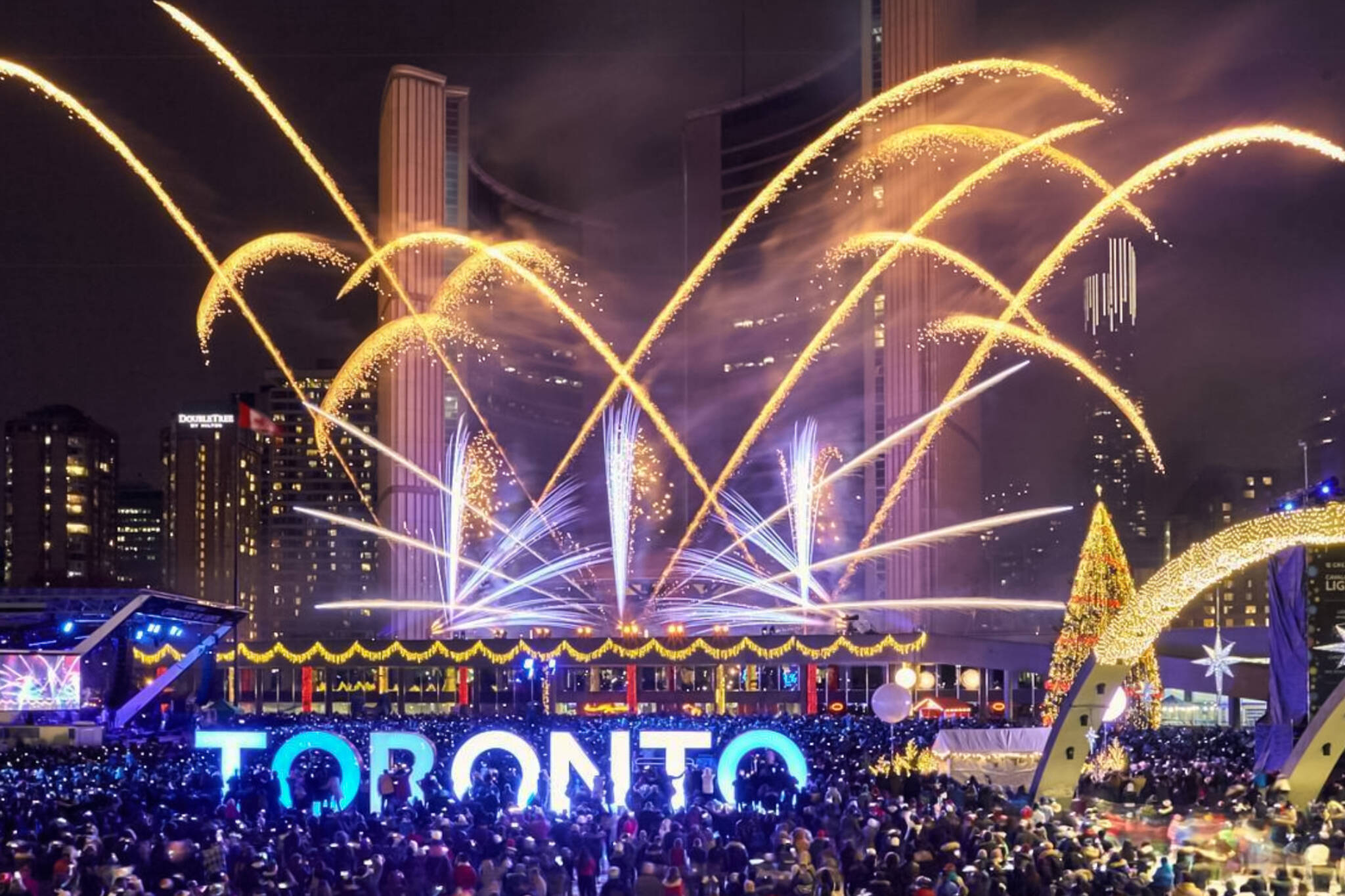 10 Dazzling Holiday Lights Ceremonies In Toronto For 2017