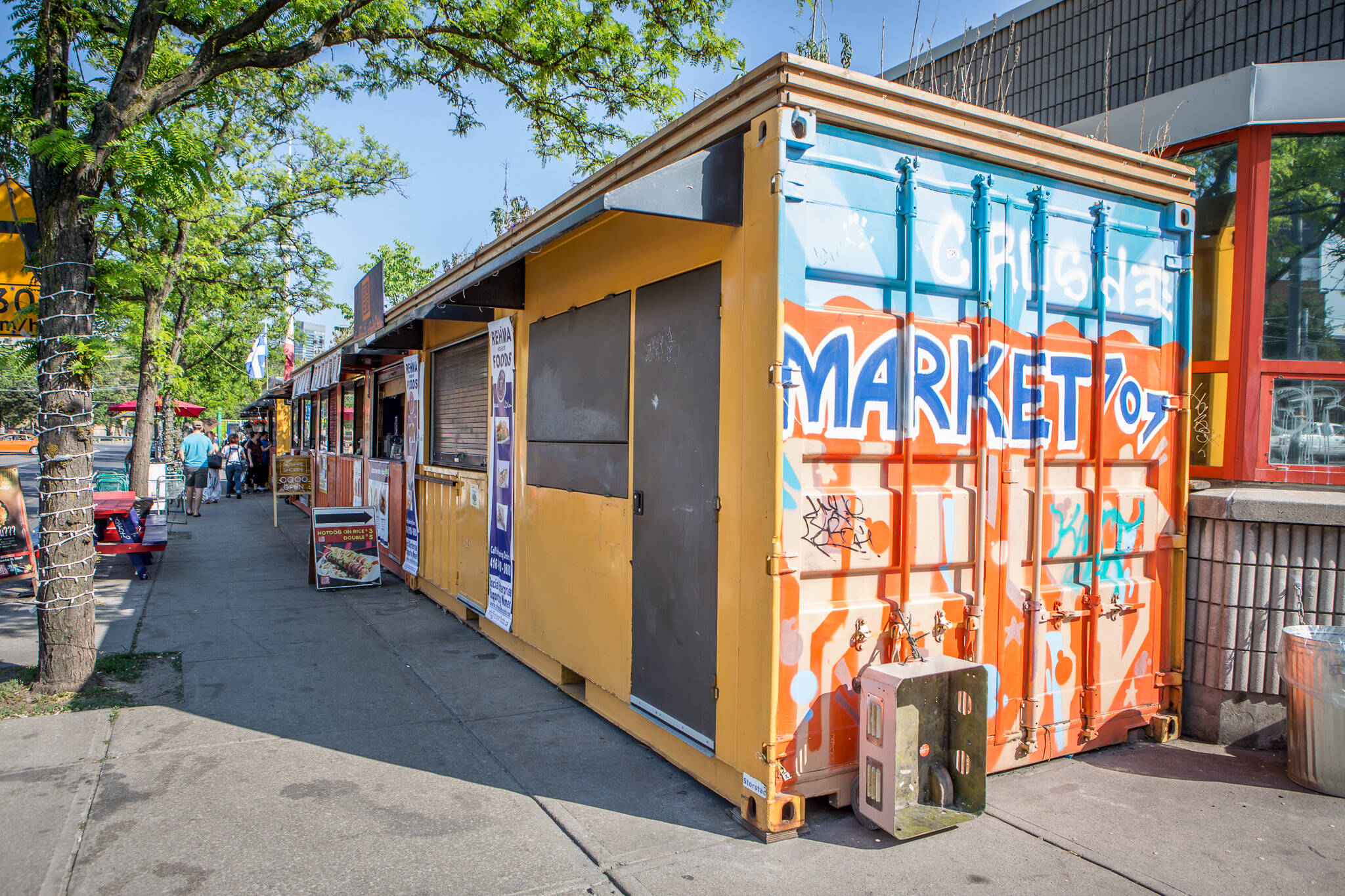 How Toronto 39 S Shipping Container Market Survives The Winter