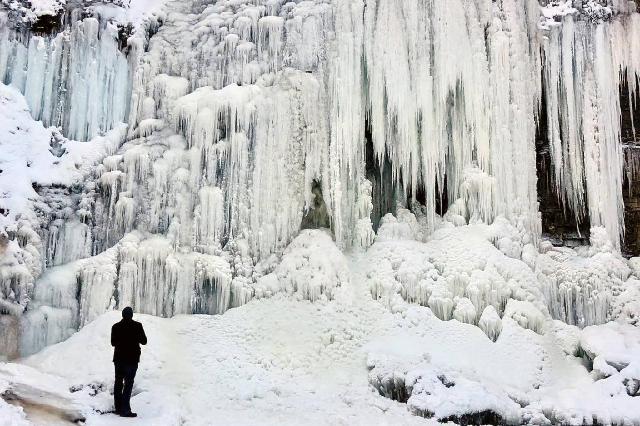 hamilton waterfalls frozen