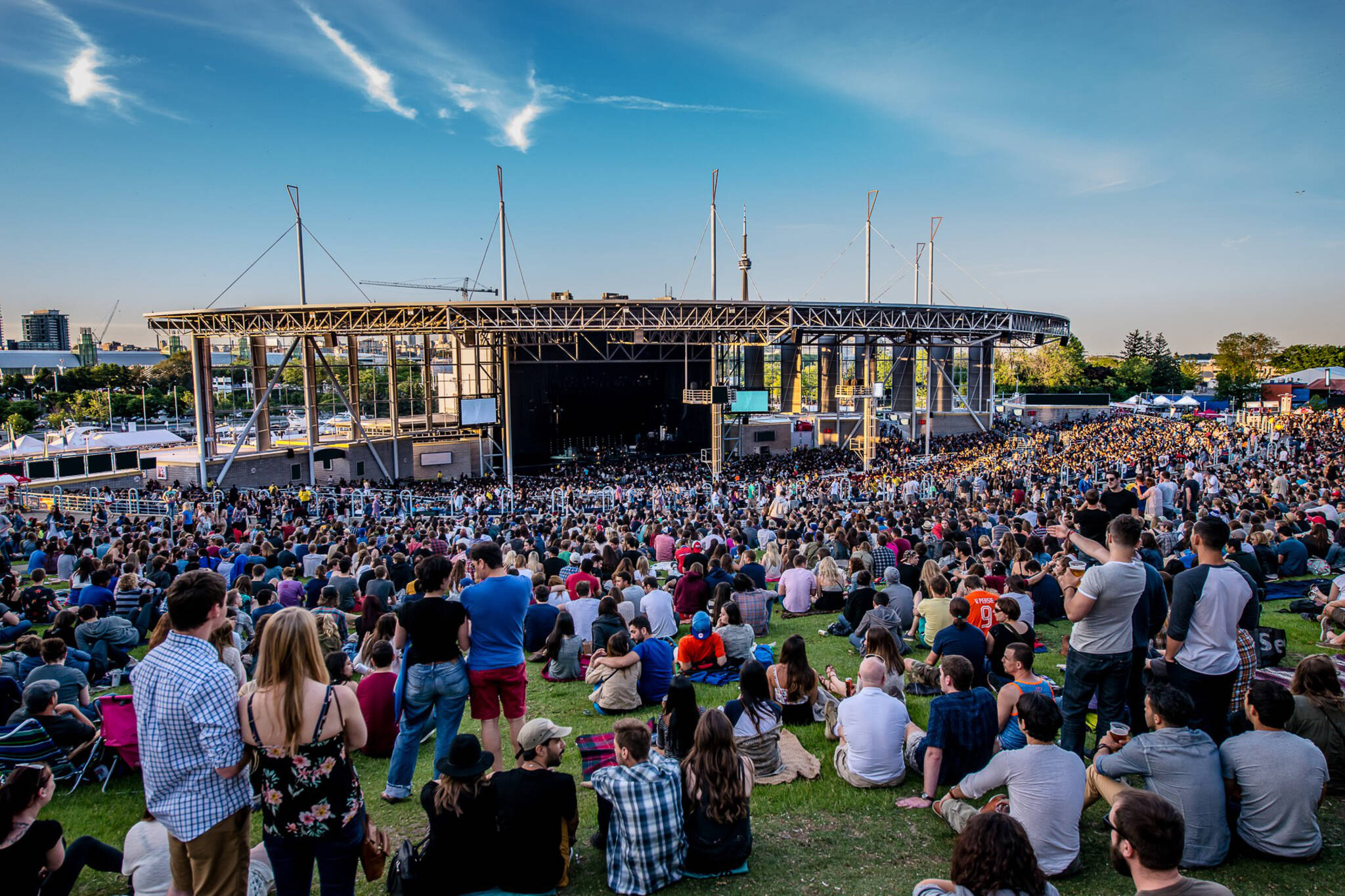 Buy The Paramount tickets at fon-betgame.cf Find The Paramount venue concert and event schedules, venue information, directions, and seating charts.