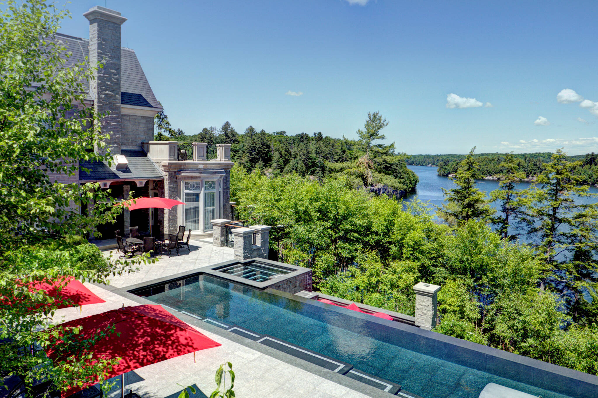 luxury muskoka cottage