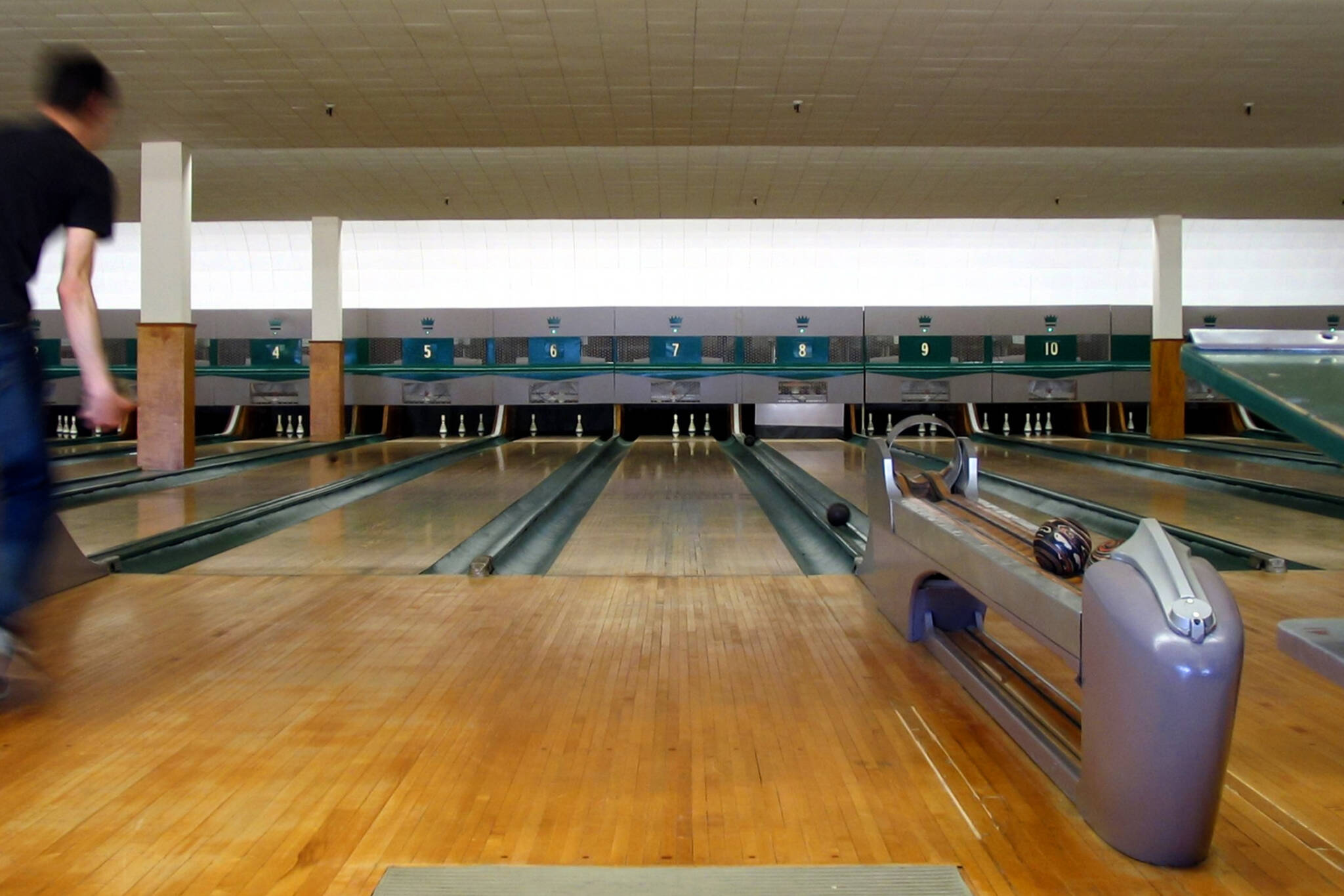 Bowling Alley Construction : Retro toronto bowling alley is up for grabs