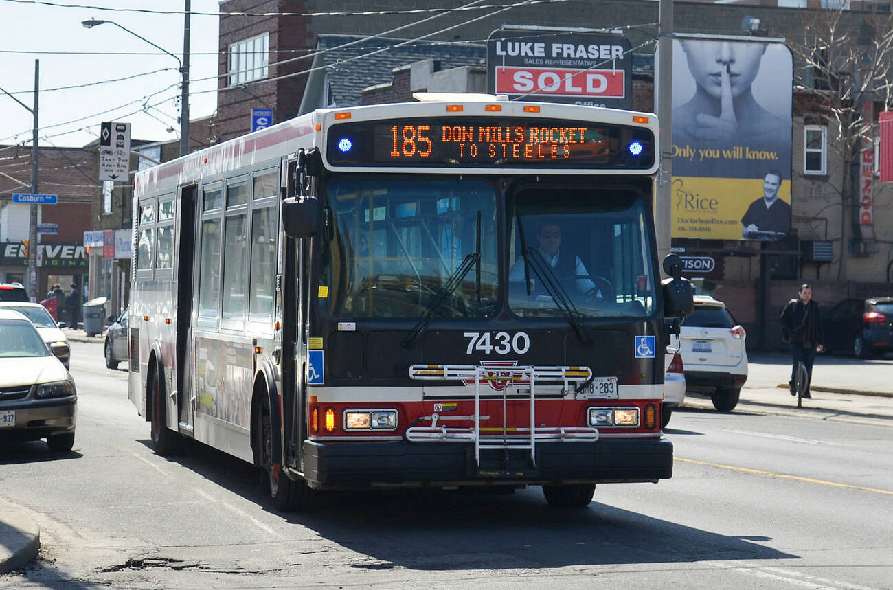how to get to toronto airport by bus