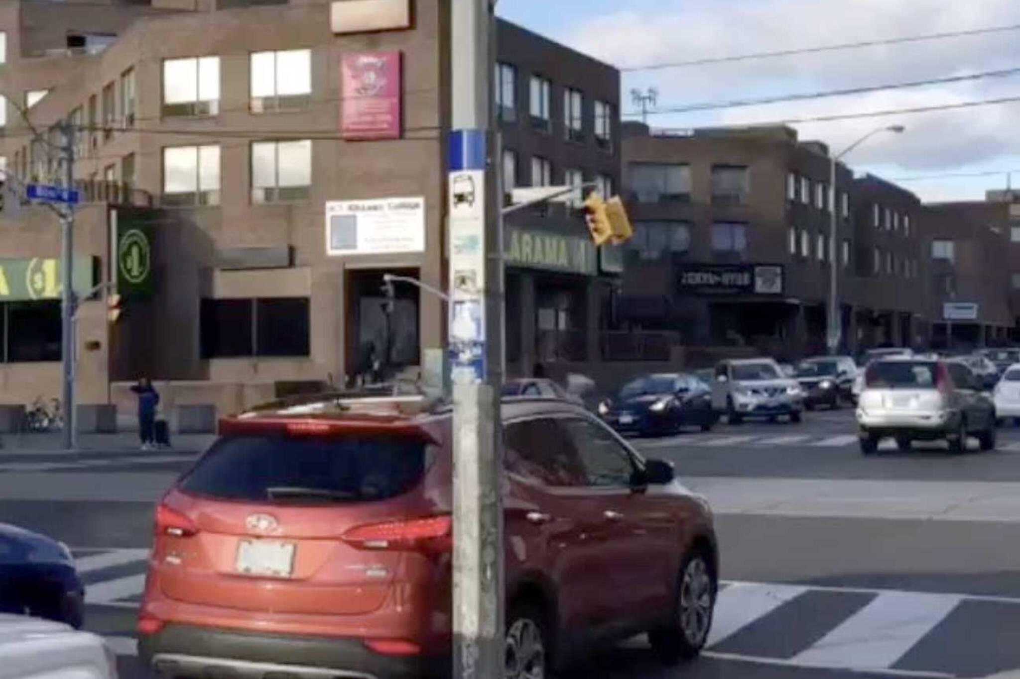 traffic light falling toronto