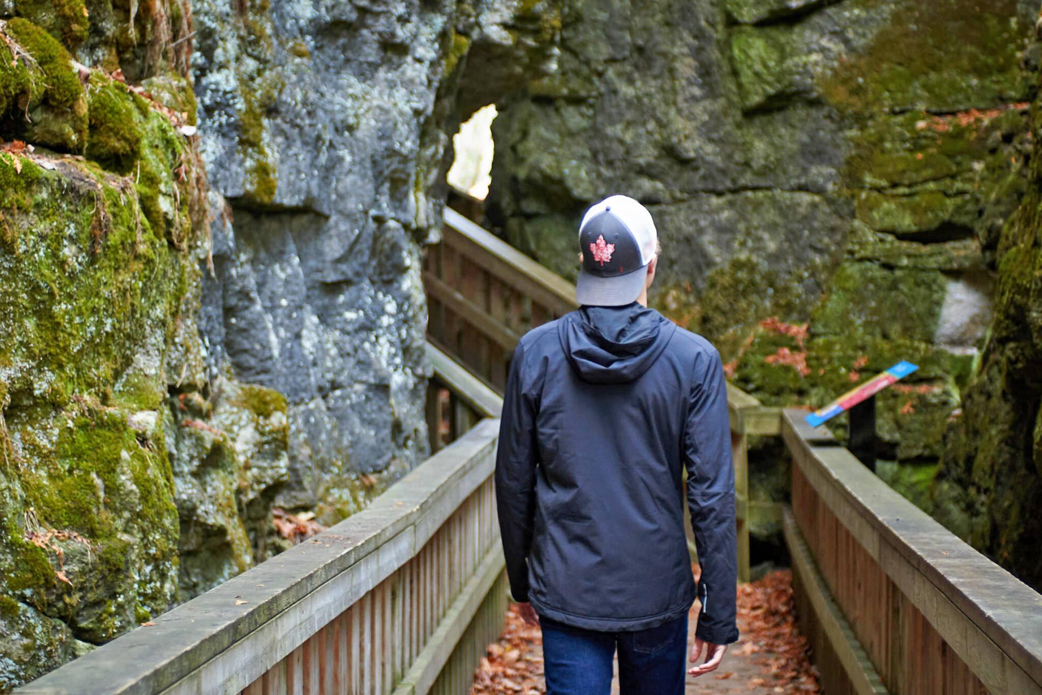 mono cliffs