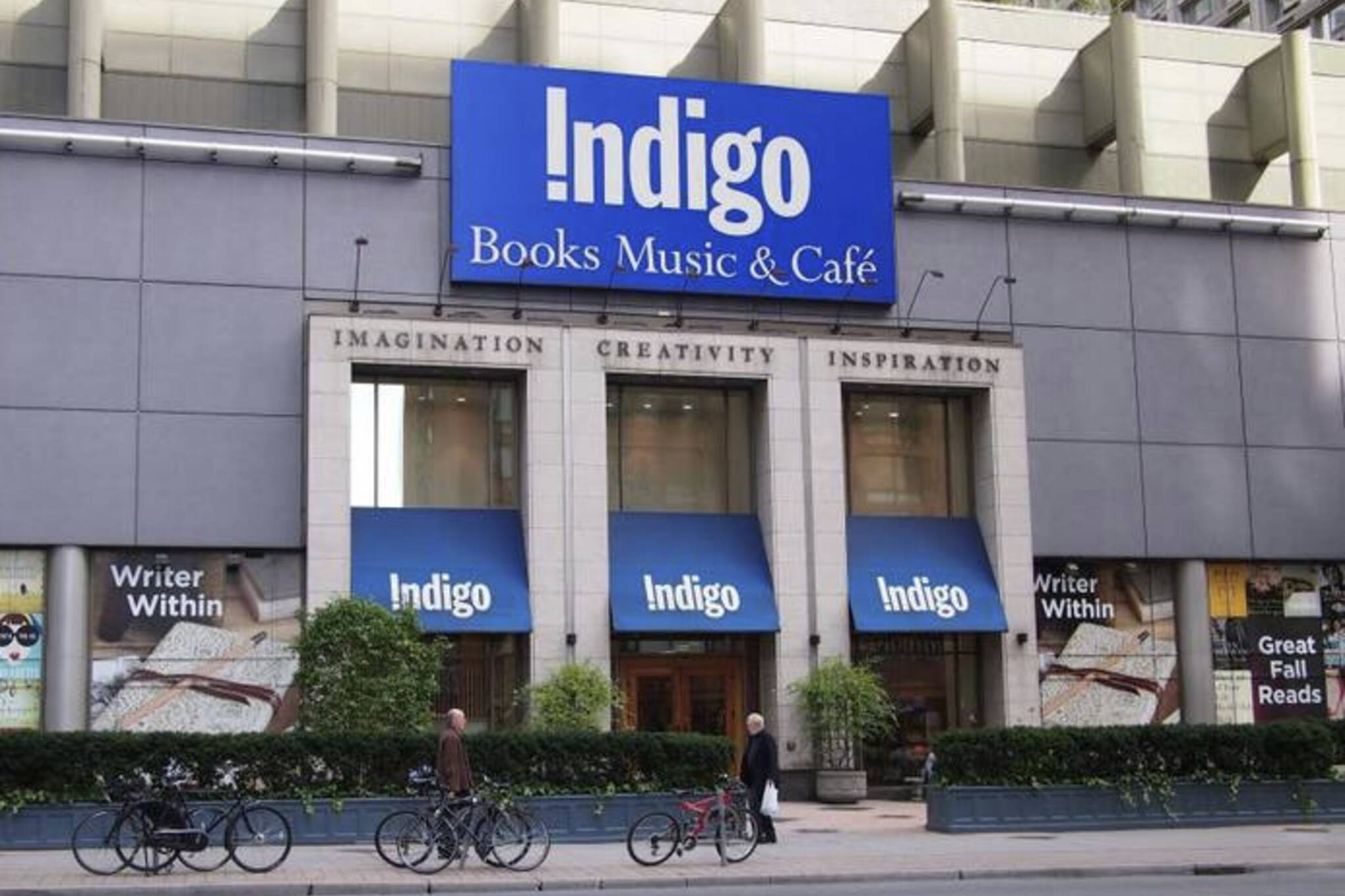 e68f651965d6 Debate rages in Toronto after dogs allowed in Indigo stores