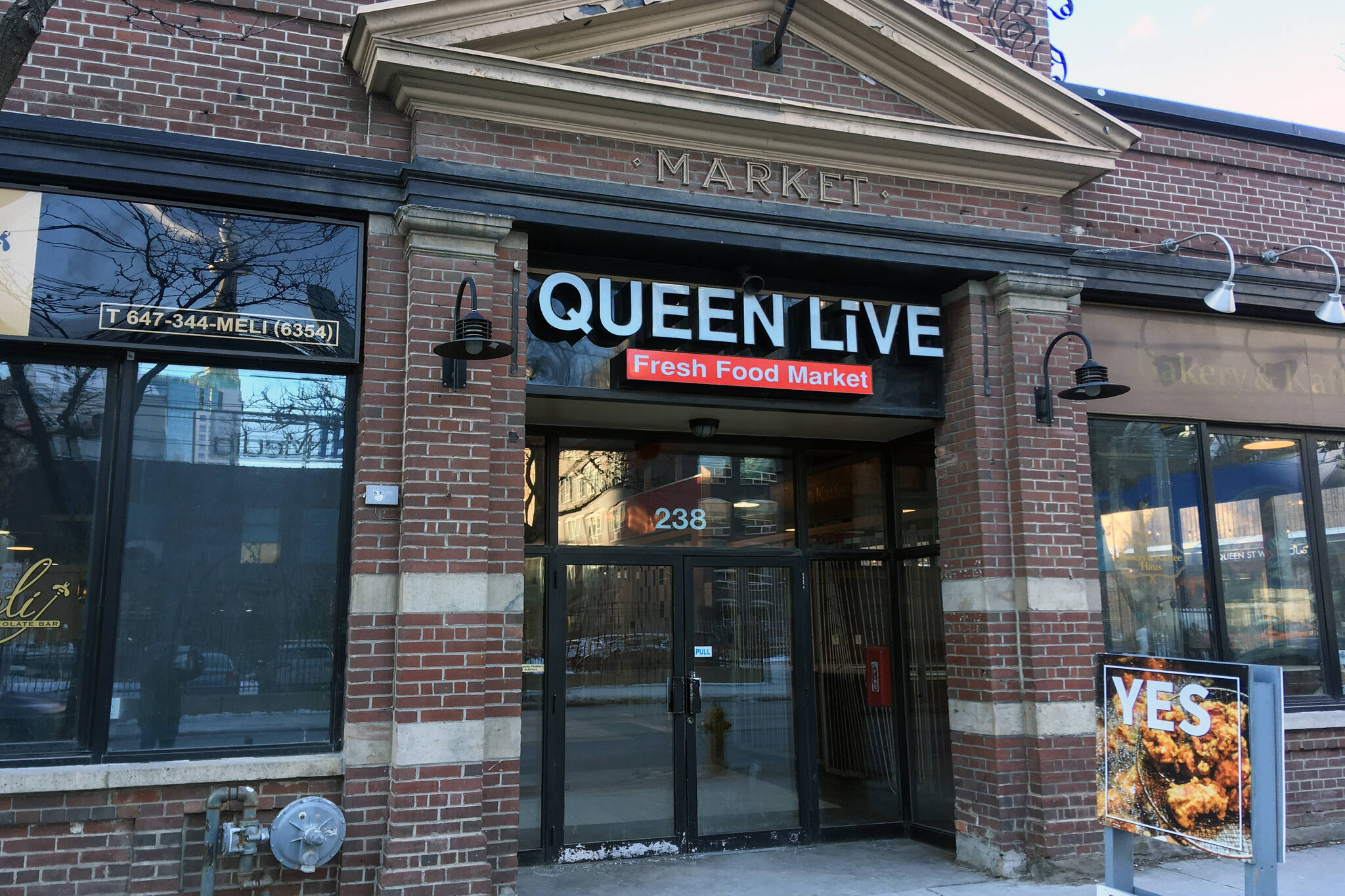 Queen Live Market