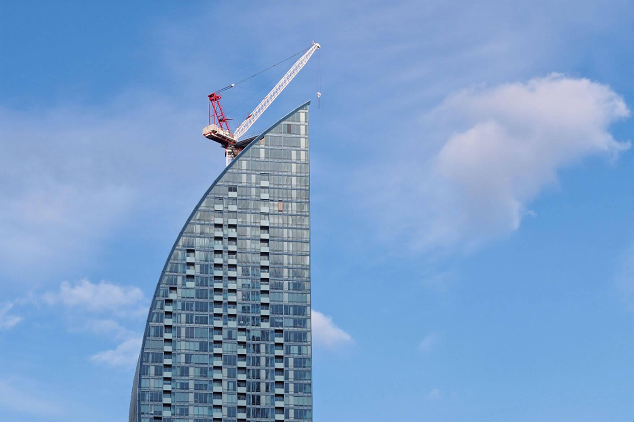 crane l tower toronto