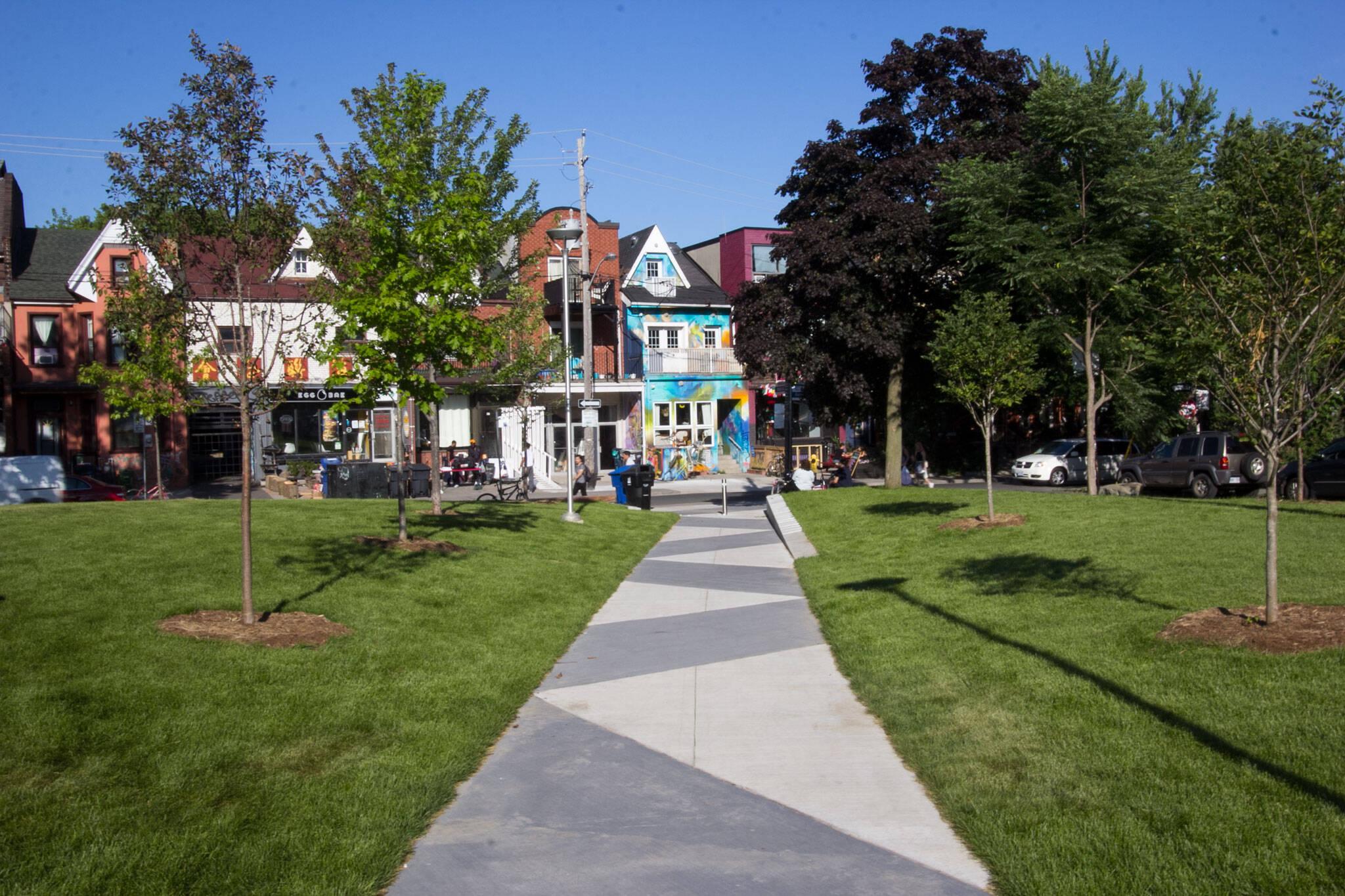 bellevue square park toronto