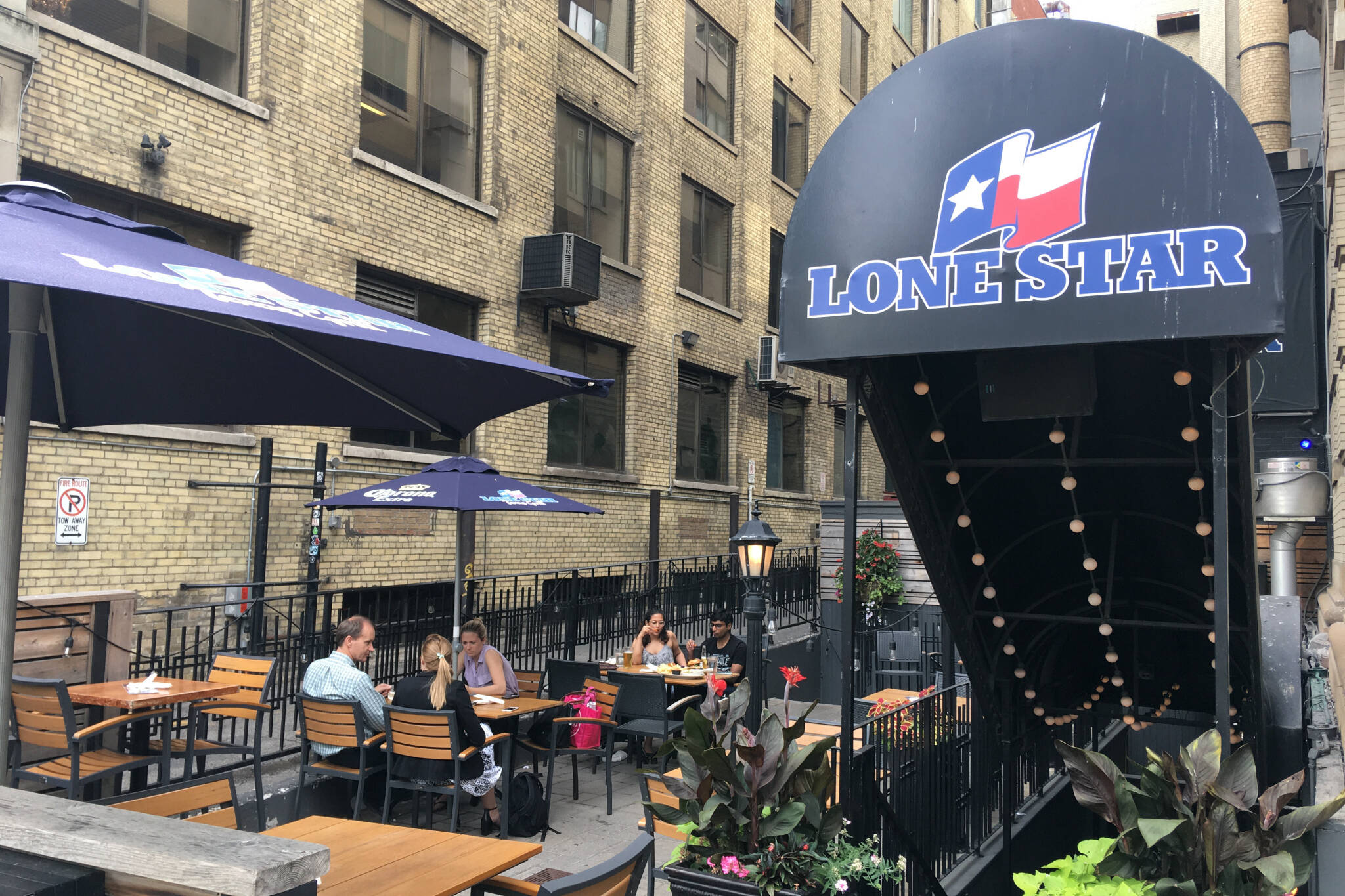 Lone Star Restaurant Is Closing On King West