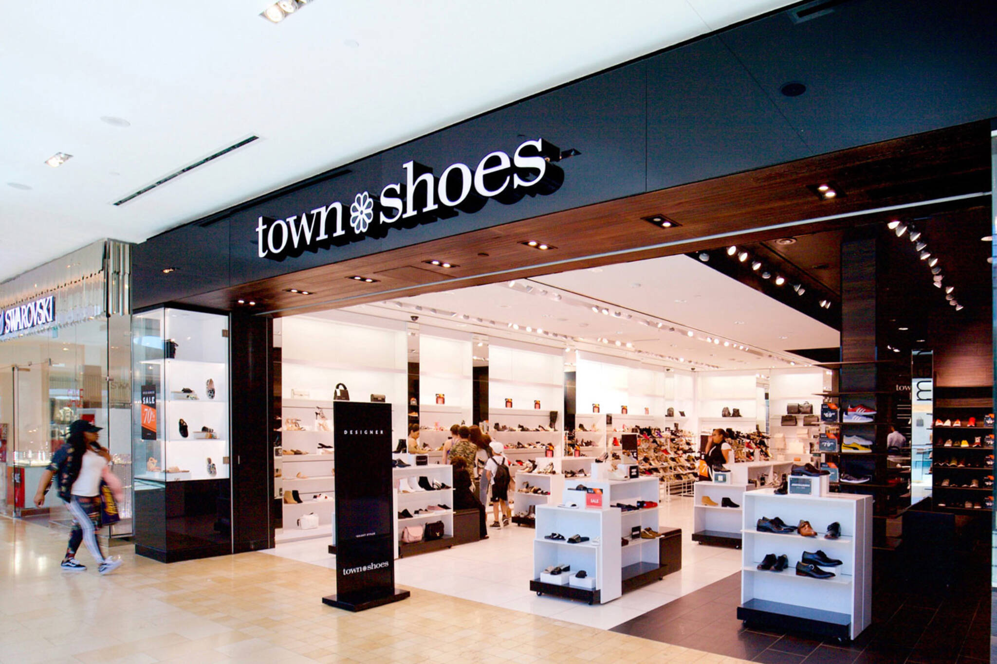town shoes closing
