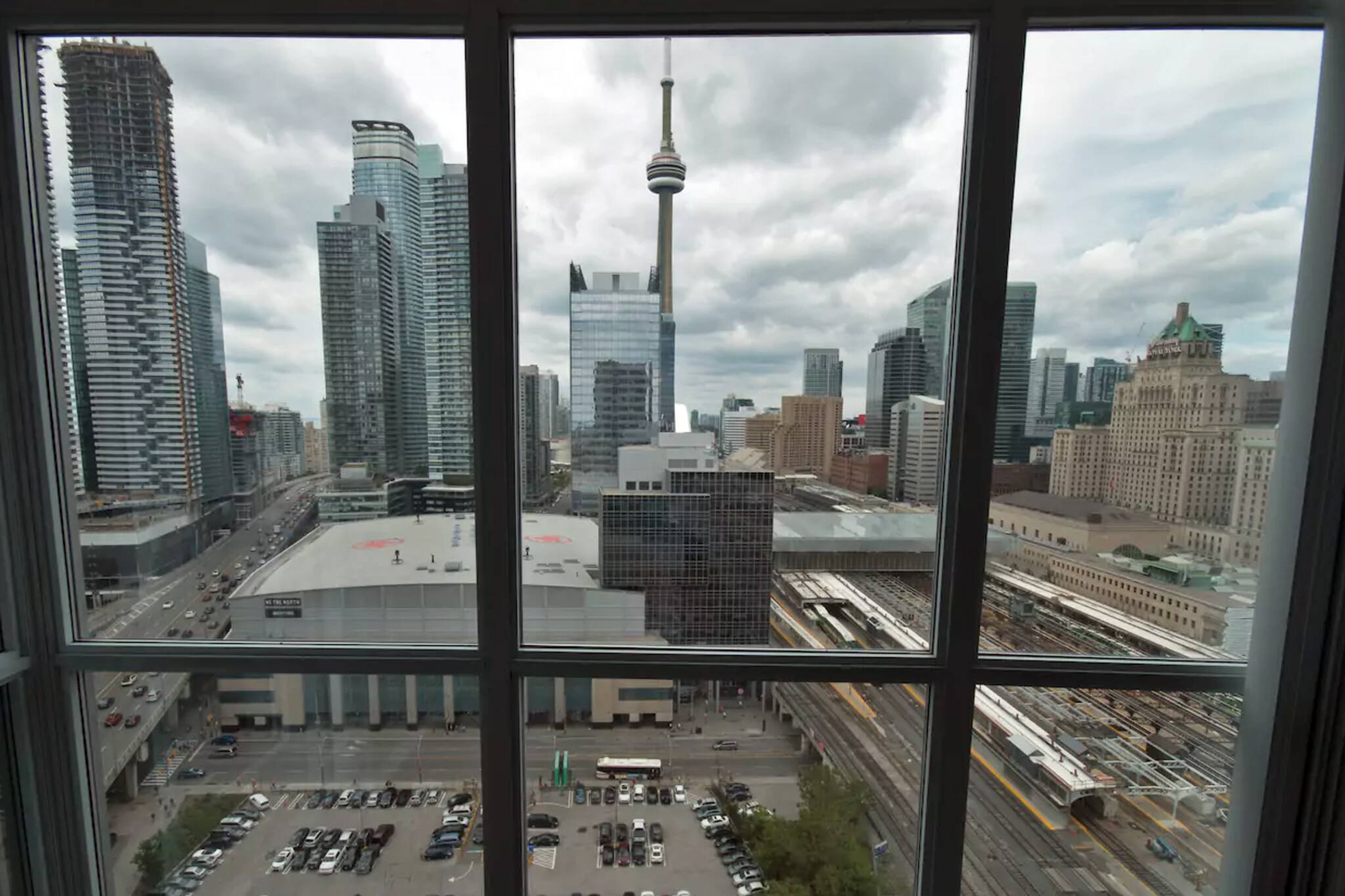 Start of new Airbnb rules in Toronto delayed at least a year